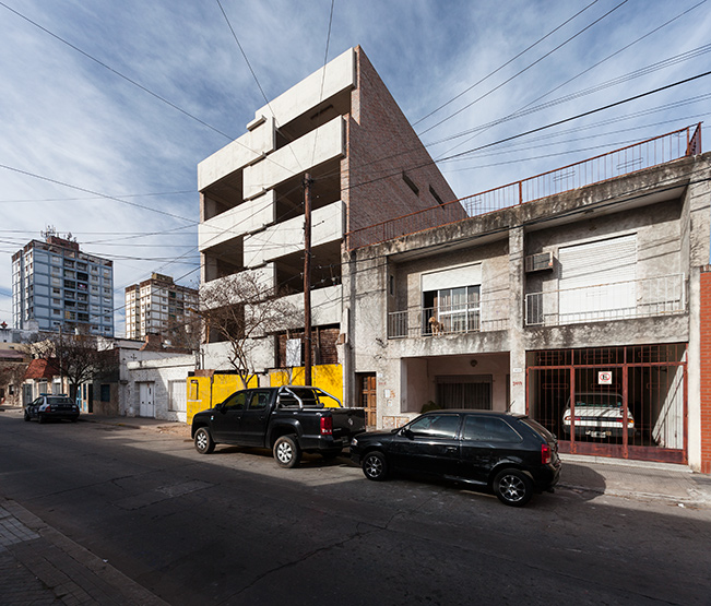 002_javier-agustin-rojas_un-edificio-campodonico_IMG_2840+41